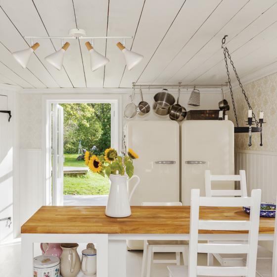 Τετράφωτη ράγα οροφής 67cm με κωνικά σποτ λευκά με ξύλο