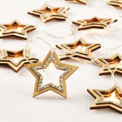 Σειρά με ξύλινα αστέρια και ασημί glitter σε διάφανο καλώδιο 135cm