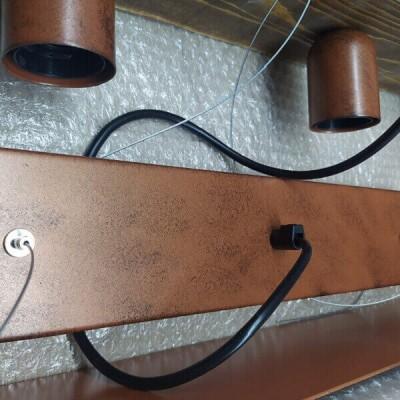 Τρίφωτο κρεμαστό φωτιστικό σε πλαίσιο 60cm χάλκινο με ξύλο